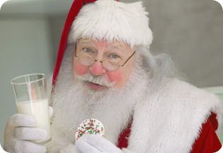 SantaEating thumb Do's and Don'ts of Holiday Eating
