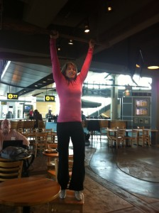 pull ups in airport restaurant 224x300 Restaurant Workout Scene
